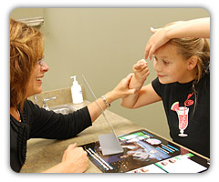 otrok in kontaktne leče